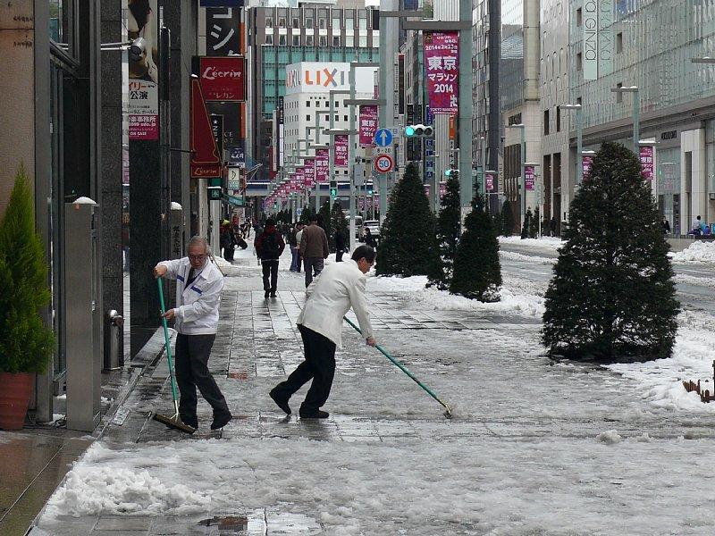 銀座の雪かき